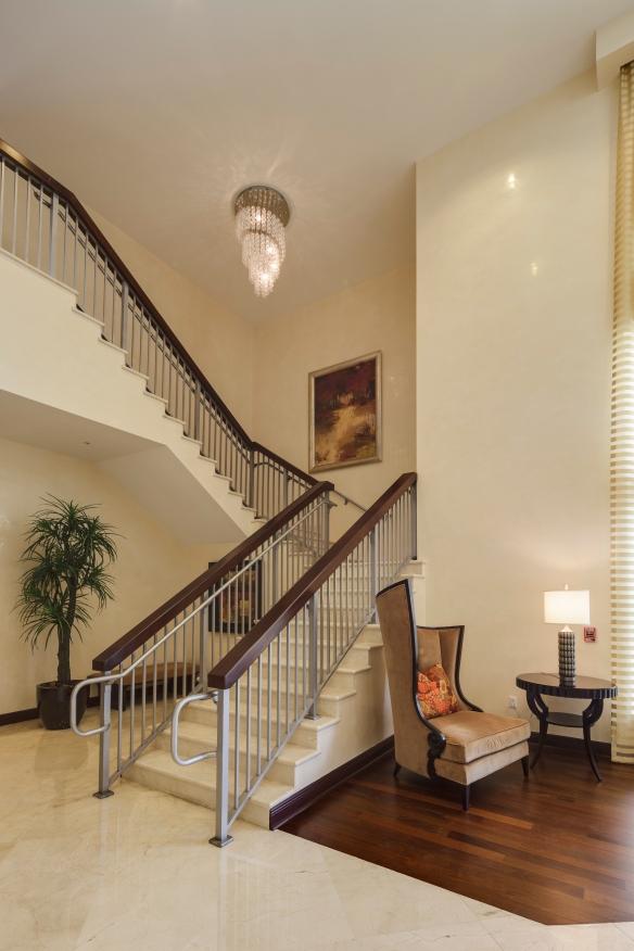 Promenade condominiums - Lobby